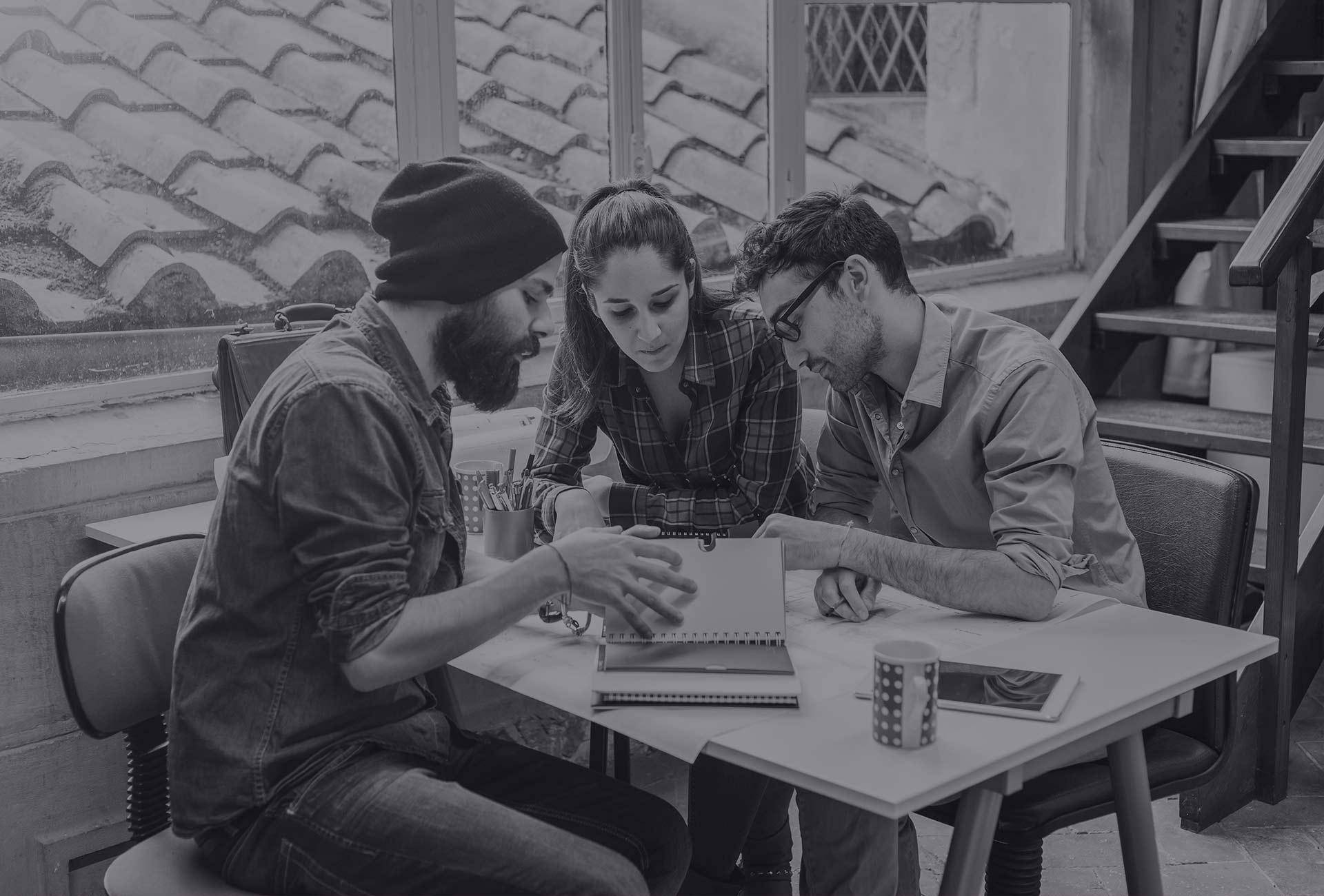 Loft44 - uma equipe multilíngue de profissionais de marketing digital, designers e programadores.